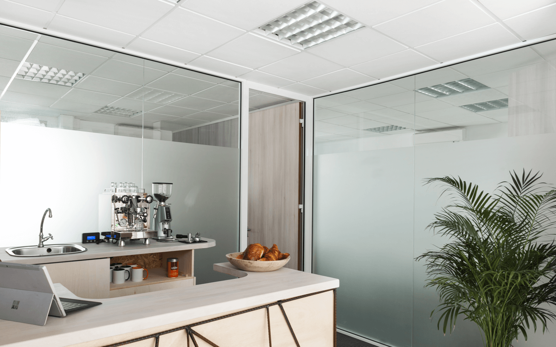 Un espace café pour  profiter d'un bon Latte sur place ou à emporter<br/><p>+</p>